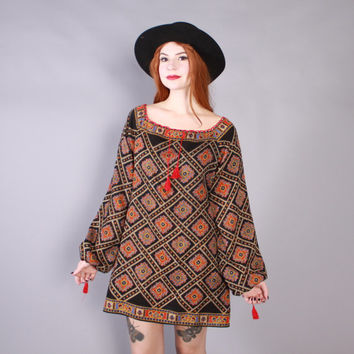 Vintage 70s DRESS / 1970s Ethnic Boho Off the Shoulder Paisley Mini Dress