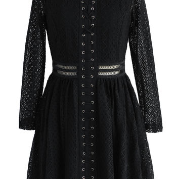 Suave Zigzag Lace Dress in Black