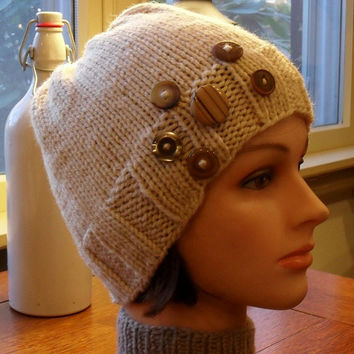 Djfleesh Big Head Knopf Kopf Hat - Free Shipping - Hand Knit Woman's Hat - Buttons - Wheat