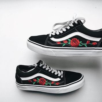 vans classics old skool rose embroidery black pink sneaker i