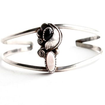 Vintage Sterling Silver Onyx, Mother of Pearl Cuff Bracelet -  Retro Native American Leaf Split Band Jewelry / Black & Pink
