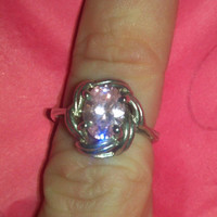 Beautiful sterling silver knot ring with pink stone