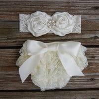 Baby bloomer set. Newborn lace ruffle diaper cover. Baby diaper cover. Shower gift. Baby girl gift set. baby picture outfit. Cake smash