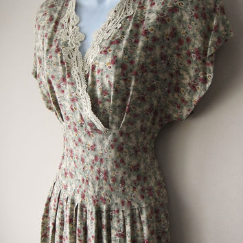 90s Does 40s Floral Dress // Sage Green Neutral, Back Button, Lace Trim // Romantic Retro, Mori Kei, Grunge Princess Dress!