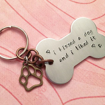 I Kissed A Dog And I Liked It Keychain - Dog Keychain - Personalized Keyrings - Pet Accessories - Dog Lovers Accessories