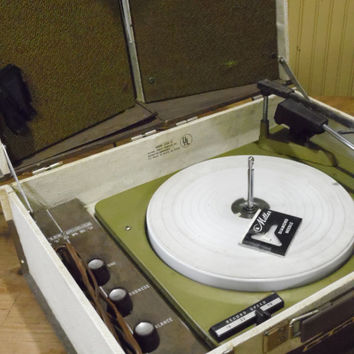 FREE SHIPPING - Record Player/Vintage Record Player/Astronaut Solid Stereo/Model 3108 A/ Phonola Stereo