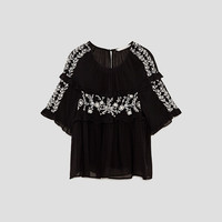 FLOWING EMBROIDERED TOP DETAILS