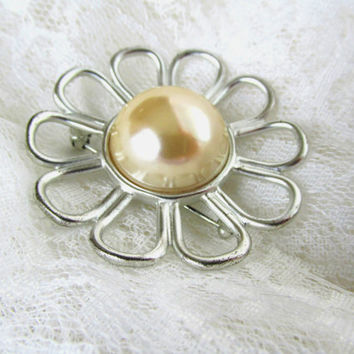 Silver Daisy Brooch Hat Pin Scarf Pin Large Faux Domed Pearl With Open Looped Trim Vintage Collectible Gift Item 1750