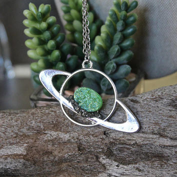 Saturn Necklace, Green Aura Quartz Jewelry, Druzy Crystal Necklace, Celestial Jewelry, Raw Galaxy Necklace, Bohemian Jewelry, Science Style