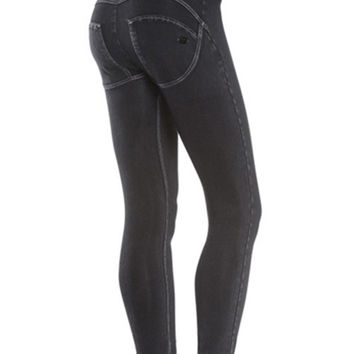Magic Boost Figure Shaping Black Colombian Buttlifting Jeans