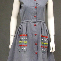 Blue Chambray Vintage Dress w/ Floral Embroidered Pockets VINTAGEOUS VINTAGE CLOTHING