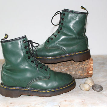 """Vintage Docs Hunter Green Leather Boots Rustic Grunge """"Dr. Martens""""  Made In England -Women's Size 6"""