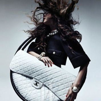 Auth CHANEL Hula Hoop White Quilted Lambskin Medium Bag Runway Limited Edition
