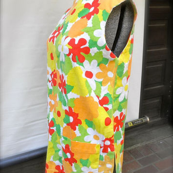 Vintage 1960s Sleeveless Top Smock Frock Flower Power // Two Large Pockets // Slits // Artsy Fartsy Bright Colors