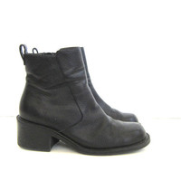 vintage black leather chelsea boots. leather ankle boots. side zipper boots. womens boots.