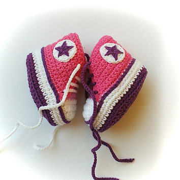 Pink and purple crochet baby sneakers, Pink and purple shoelaces, Baby crochet shoes, Converse baby booties, Converse shoes
