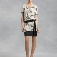 Short Sleeve Drape Neck Dress With Solid Border And Belt - DKNY