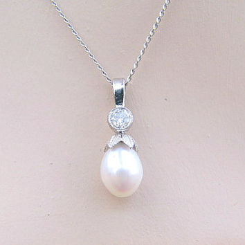 Antique Diamond Pearl Pendant Necklace, Old European Cut Diamond, Platinum Leaf Setting, Tear Drop Shaped Pearl, Very Elegant, Edwardian