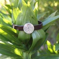 chocolate brown bracelet with simili clasp.