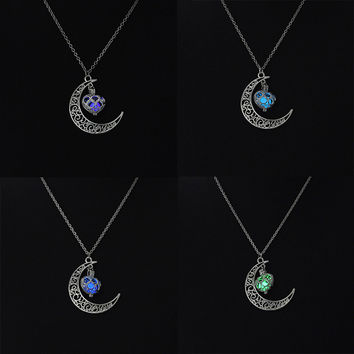 Magic Moon Heart Glow In The Dark Necklace Vintage Steampunk Hollow Love Glowing Luminous Necklaces Glow Jewelry P1268