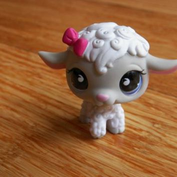 Littlest Pet Shop #879 White Lamb With Gray, Spiral Purple Eyes, Dark Pink Bow