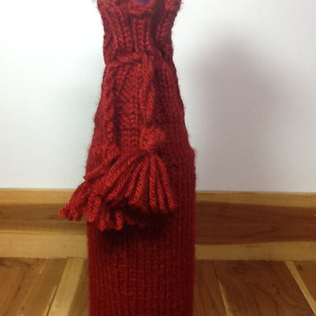 Bottle cozy knitted in cranberry red yarn for standard wine bottle (750 ml),  personalized bottle sleeve, gifts under 20, stocking stuffer,