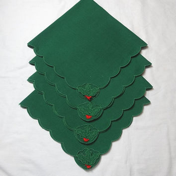Set of 4 Vintage 1980s Green Dinner Holly Napkins, Red Berry Trim, Poly Cotton Blend, Scallop Edges, Vintage Linens, Christmas Decorating