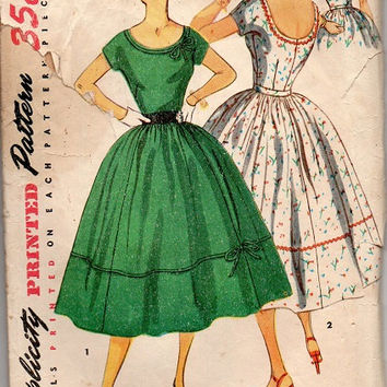Vintage Rockabilly Style 1950s Swing Tea Garden Party Dress Full Circle Skirt Fit and Flare Scoop Neck Bust 34