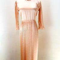 Vintage Long Peach Dress / Accordion Pleat Dress / Maxi Dress / 70s Boho Dress / Long Sleeve Dress M L