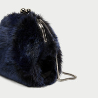 FAUX FUR CROSSBODY BAG WITH CLASP FASTENING