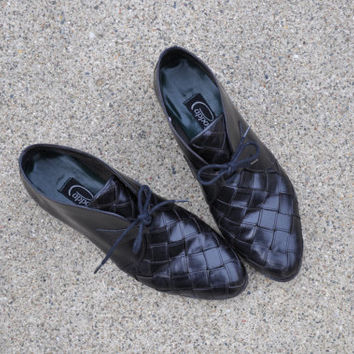80s black woven leather boots / vintage 1980s leather ankle boots / Black Chukka shoes