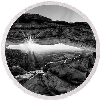 Supernatural West - Mesa Arch Sunburst In Black And White - Round Beach Towel