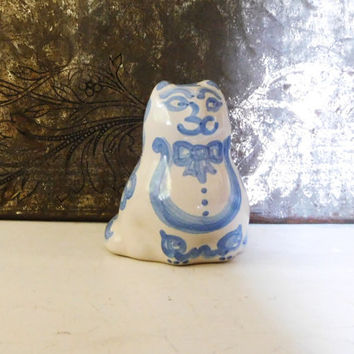 Cat Figurine Blue White Pottery MA Hadley Clay Tile Signed Hand Painted Cottage Decor Primitive Collectible Vintage