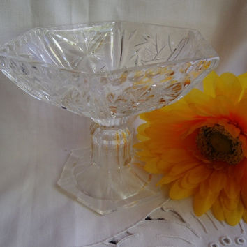 Christmasinjuly Vintage Serving Footed Bowl / Crystal / Cut Glass / Retro 1950's / Pinwheel