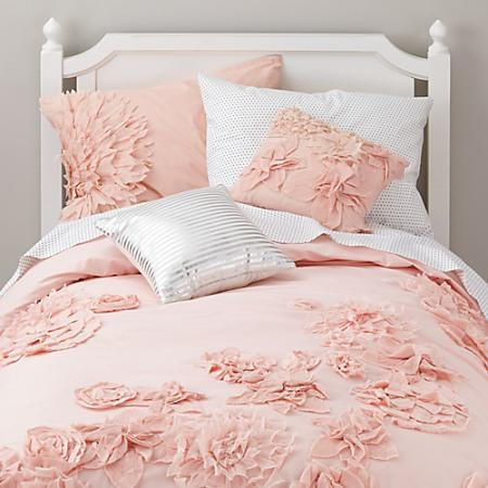 fresh cut floral girls bedding in girls from the land of nod. Black Bedroom Furniture Sets. Home Design Ideas