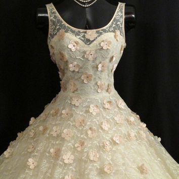 Vintage 1950s 50s Ivory Lace Pink Daisies Applique Rhinestones Circle Skirt Party Prom Wedding DRESS Gown