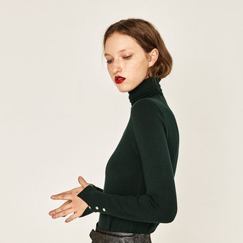 TURTLE NECK SWEATER DETAILS