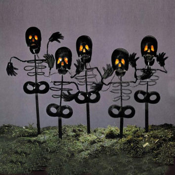 5 Halloween Decorations - Skeletons