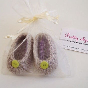 Crochet baby booties shoes ballerinas announcement pregnancy beige green button style  soft for 0-3 months soft elegant hand made photo prop