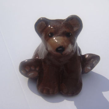 Hand sculpted  miniature brown bear netsuke