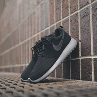 NIKE WMNS Roshe Run Winterized - Black / Dark Grey