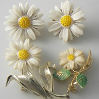 Sarah Coventry Daisy Pins And Clip Earrings