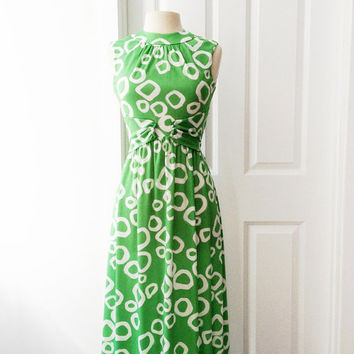Vintage 70s green maxi dress/ white circles / Op Art print long gown/ sleeveless dress