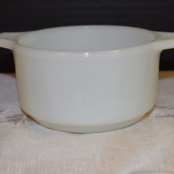 Dynaware Pry-O-Rey Single Casserole Dish Vintage White Milk Glass Individual Casserole Mid Century Bakeware Milk Glass Soup Chili Bowl