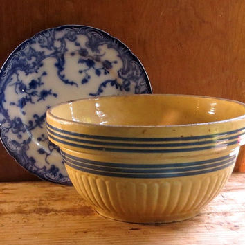 Vintage Yellow Ware Mixing Bowl with Dark Blue Bands, Large Size, Serving Bowl, Yellowware, Cottage Farmhouse Decor