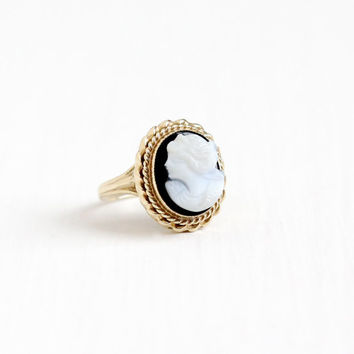 Vintage 10k Yellow Gold Hardstone Black & White Onyx Cameo Ring - Size 4 3/4 Oval Banded Carved Layered Gem Cameo Fine Statement Jewelry
