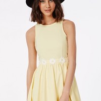Missguided - Allyn Yellow Daisy Waistband Skater Dress