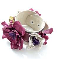 Boho leather floral cuff by ModaMakovera on Etsy