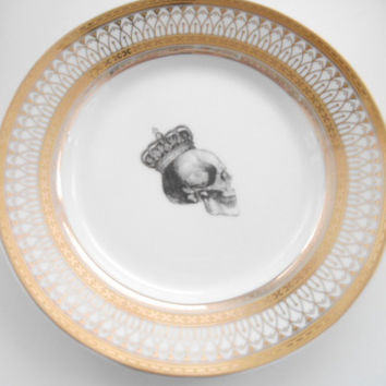 Stunning Gold Skull Dinnerware, various Compositions
