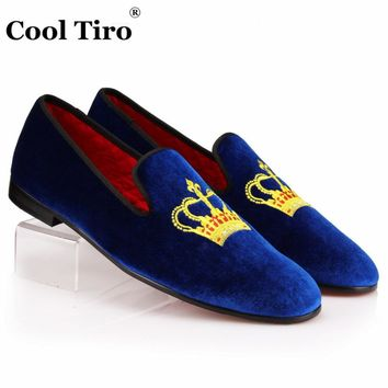 COOL TIRO Blue Velvet Men Loafers Crown Embroidered Slippers Luxury Mens Dress Shoes Smoking Slip-on Casual Flats Black Red wine
